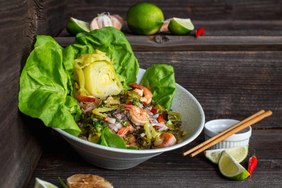 One More Thai_photo pikantna salatka z krewetkami i wieprzowina
