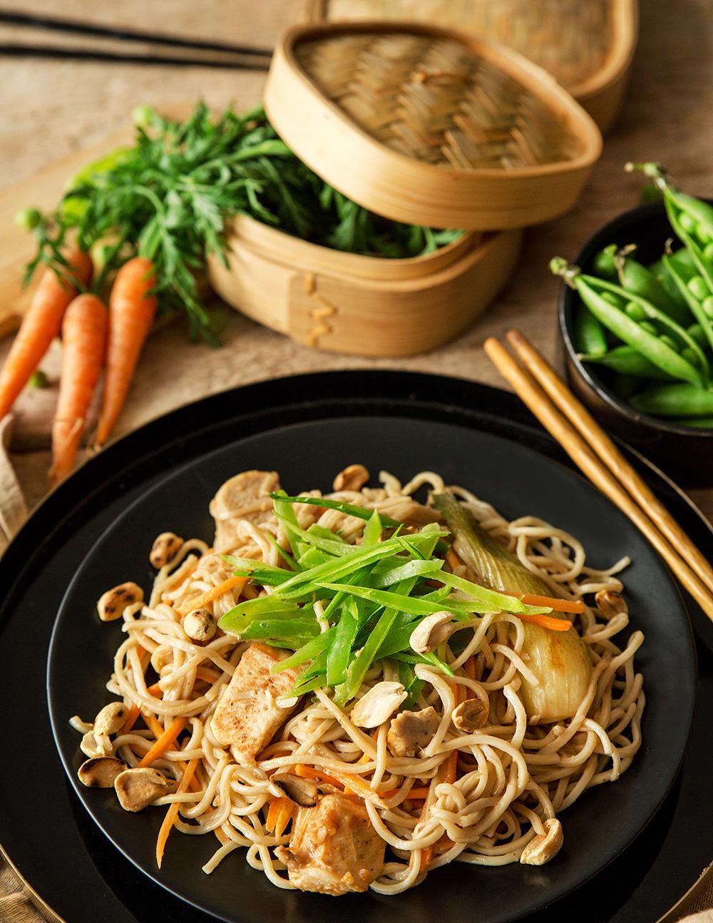 Makaron Chow Mein zkurczakiem - Tajska kuchnia jest prosta - One More Thai!